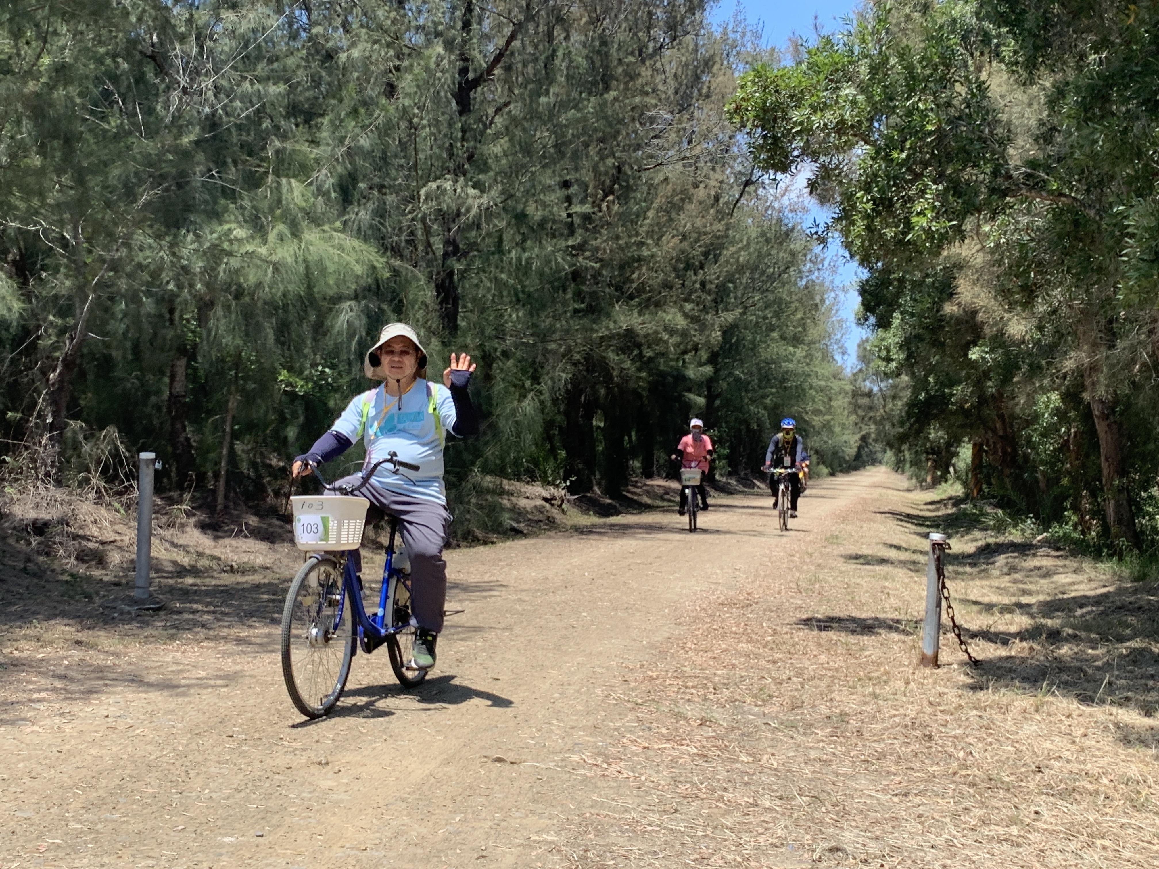 園區騎乘自行車照片3